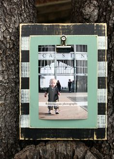 Distressed Clip Picture Frame.