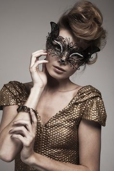 Gold  for Miljonair Magazine  Model: Kim Feenstra Styling: Bonnie Orleans Voss Photography - www.brendadevries.com