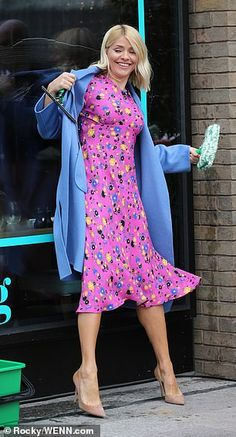 Pretty as a picture: The daytime TV star looked typically chic for her day in front of the cameras Holly Willoughby Outfits, Holly Willoughby Style, Charlotte Hawkins, Sexy Legs And Heels, Tv Presenters, Ladies Clothes, Clothes For Women, Ikon, Everyday Fashion