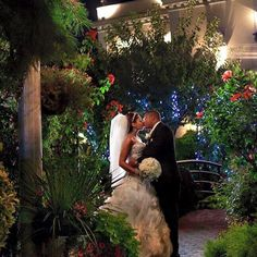 A magical night in a magical place! Jericho Terrace's majestic grounds are perfect backdrops for photographs.