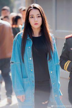 Thinkingg so depp Hottest Female Celebrities, Asian Celebrities, Beautiful Girl Image, Beautiful Asian Girls, Stylish Photo Pose, Chinese Actress, Girl Photography Poses, Beauty Full Girl, Ulzzang Girl