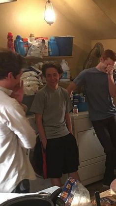 Jeremy, Ethan, & Cameron on set. Cameron looks like a combination of embarrassment and amusement Shameless Memes, Carl Shameless, Shameless Characters, Shameless Mickey And Ian, Shameless Tv Show, Ian And Mickey, Fake Instagram, Carl Gallagher, Cameron Monaghan