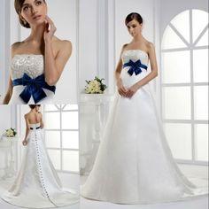Abito da sposa con cintura blu scura