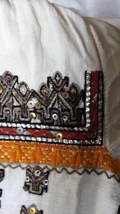 Romanian blouse - ie - detail. Folk Costume, Costumes, Romania, Boho Shorts, Folk Art, Textiles, The Incredibles, Album, Embroidery