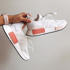 Adi Boost in white and peach. White Adidas sneakers, trendy and cute sneakers. Adidas Shoes Outfit, Adidas Shoes Women, Adidas Sneakers, Adidas Nmd R1, Pink Adidas Shoes, Adidas Nmd Women Outfit, Adidas Sport, Crazy Shoes, New Shoes