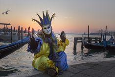 Die schönsten Bilder von Venedig.... Carnival Of Venice, Portrait, Statue Of Liberty, Italy, Superhero, Travel, Fictional Characters, Engagement, Pretty Pictures