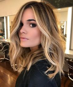 Here's Every Last Bit of Balayage Blonde Hair Color Inspiration You Need. balayage is a freehand painting technique, usually focusing on the top layer of hair, resulting in a more natural and dimensional approach to highlighting. Brown Hair With Highlights, Blonde Balayage On Brown Hair, Balayage Diy, Brown Hair Balayage Blonde, Brown Hair Dyed Blonde, Medium Length Hair Blonde, Medium Balayage Hair, Face Frame Highlights, Ash Blonde
