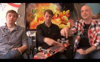 Tony Hawk em um vídeo bem humorado revela os segredos e a história do skateboarding, vídeo promocional da RIDE Channel.