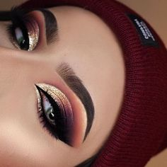 140 fancy makeup tips ideas to look cute any event – page 14 Eye Makeup Blue, Eye Makeup Glitter, Makeup Eye Looks, Fall Makeup, Eye Makeup Tips, Cute Makeup, Smokey Eye Makeup, Eyeshadow Looks, Gorgeous Makeup