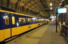 """Samen reizen met de trein kan een stuk goedkoper dan je denkt """"Nederland wordt steeds slimmer"""" is een bekende reclameslogan van..."""