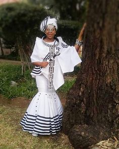 When your guests stick to the memo. on her bigday. Traditional Dresses Designs, African Traditional Wedding Dress, African Fashion Traditional, Traditional Wedding Attire, African Print Dresses, African Print Fashion, Africa Fashion, Fashion Prints, Xhosa Attire