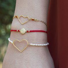 Pulsera de perlas de río con entrepieza de corazón y cierre en Plata de Ley 925 con baño de oro. El regalo mas romántico para San Valentín.