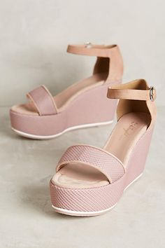 This color is perfect for the summer! Totally obsessed with these shoes!