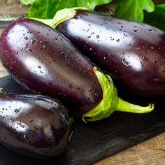 Sauce pour pâtes à l'aubergine—Idéal pour l'automne quand les marchés locaux regorgent d'aubergines d'ici!  Voir la recette Sauces, Sauce Tomate, Eggplant, Menu, Vegetables, Dessert, Food, Eggplants, Autumn