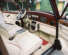 Over the top Mini Cooper Clasico, Classic Mini, Classic Cars, Mini Cooper Interior, Mini Morris, Inside Car, Morris Minor, Mini Clubman, Smart Car