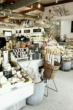 Mar 2020 - the best type of shops and markets. See more ideas about Cafe shop, Coffee shop and Cafe restaurant. Deco Restaurant, Restaurant Design, Shabby Chic Restaurant, Shabby Chic Cafe, Restaurant Ideas, Cafe Interior, Interior Design, Retail Interior, Wine Shop Interior