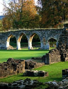 Hailes Abbey nr Winchcombe, Gloucestershire ~ Love it here! England And Scotland, England Uk, Famous Castles, Ancient Ruins, English Countryside, British Isles, Abandoned Places, Great Britain, Places To See