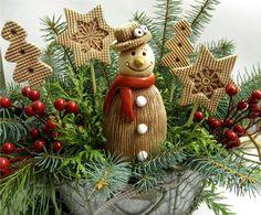 Sněhulák+-+klobouk+Ze+šamotové+hlíny,+vhodný+i+k+venkovní+dekoraci.+Na+spodní+straně+otvor+na+tyčku,+můžete+zapíchnout+i+do+Vaší+vánoční+dekorace+nebo+použít+jen+tak+k+dekoraci.+Výška+cca+17+cm.+CENA+ZA+KUS Christmas Sale, Christmas Wreaths, Christmas Ornaments, Xmas Decorations, Projects To Try, Carving, Pottery, Clay, Holiday Decor
