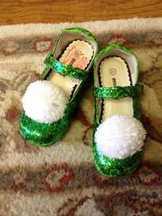 DIY Tink's Shoes: 1) Find cute green shoe, 2) Make/find pom Pom or find old shoes cover with clue and green glitter