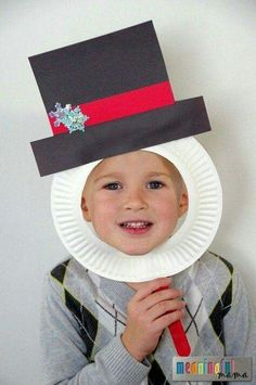 Christmas Crafts for Kids! If you're looking for easy Christmas crafts for kids to make at school or home during the holidays here's a great list of 17 cute ideas! These Christmas crafts for kids would make awesome gifts! Cute Kids Crafts, Daycare Crafts, Winter Crafts For Kids, Xmas Crafts, Classroom Crafts, Party Crafts, Kindergarten Christmas Crafts, Christmas Crafts For Kids To Make Toddlers, Diy Crafts