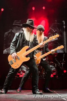 Dusty Hill and Billy Gibbons of ZZ Top. Heavy Metal, Blues Rock, Ozzy Osbourne, Hard Rock, Rock Bands, Rock And Roll, Historia Do Rock, Musica Pop, Hometown Heroes