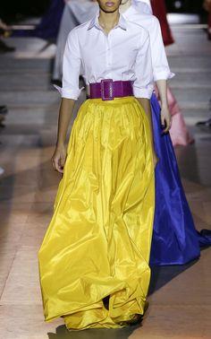 Get inspired and discover Carolina Herrera trunkshow! Shop the latest Carolina Herrera collection at Moda Operandi. Fashion D, Yellow Fashion, Spring Fashion Trends, Runway Fashion, Fashion Outfits, Ball Skirt, Urban Looks, Tulle, Carolina Herrera