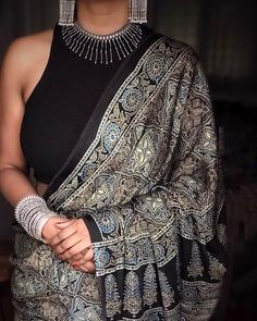 The picture speak louder than words Saree Wearing Styles, Saree Styles, Trendy Sarees, Stylish Sarees, Indian Dresses, Indian Outfits, Indische Sarees, Saree Jewellery, Saree Trends