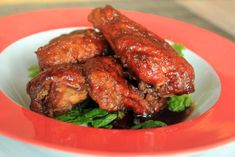 Classic bar food, Buffalo wings came to us from Teresa Bellissimo, owner of the Anchor Bar in Buffalo, New York. Chicken wings are deep fried and tossed with a spicy, vinegary butter and hot pepper sauce. Salsa Morita, Pollo Keto, Low Fiber Diet, Chicken Wing Recipes, Keto Chicken, Spicy Sauce, Buffalo Wings, Small Meals, Yum Yum Chicken