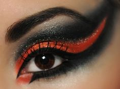 A gorgeous black and orange Halloween twist. Mack Up, Fire Eyes, Types Of Makeup, Shadow Art, Alternative Hair, Crazy Colour, Color Guard, Makeup Looks, Makeup Style