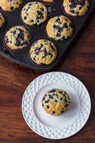 rozkosze stolu: muffinki z jagodami Eggs, Breakfast, Food, Morning Coffee, Essen, Egg, Meals, Yemek, Egg As Food