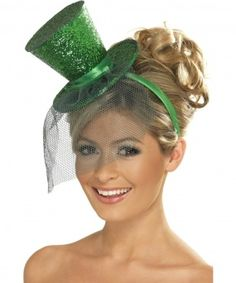 Mini sombrero de copa verde con lentejuelas y velito : Mini sombrero de copa de Saint Patrick Fancy Dress Hats, Ladies Fancy Dress, Fancy Hats, Glitter Top, Green Glitter, White Glitter, Courge Halloween, Halloween Kostüm, Costume Accessories