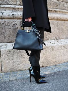 Business Outfit-Fendi-Outfit für das Frühjahr für erwachsene Frauen. Mehr Trends/ Styling Ideen/Inspirationen/ Mode/ Fashion für Frauen auf meinem Modeblog Sandra Levin. Ein Blog für Frauen über 30 Jahren.