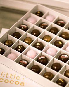 Bí mật về ý nghĩa của món quà socola cực kỳ thú vị Valentines Gift Box, Chocolate Factory, Wine Rack, Aztec, Giveaway, The Originals, Candies, Snacks, Facebook