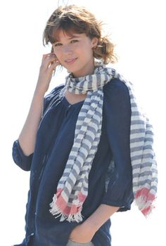 Relaxed beach outfit - love the scarf