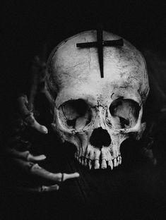 Dark forest, glow of the lake, an eternal dance of death: Zdjęcie Dark Artwork, Skull Artwork, Skull Girl Tattoo, Skull Tattoos, Skull Reference, Foto Portrait, Skulls And Roses, Architecture Tattoo, Skull Art