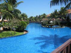 Radisson Blu Resort Temple Bay Mamallapuram ¦ IG @ voyage.of.india: An inside view of fabulous resort by #radissionblu at #mamallapuram near Mahabalipuram. Its an Upscale beachfront resort with modern rooms, chalets & villas, plus an infinity pool & a spa.