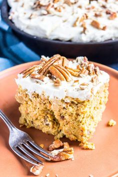 This easy Keto Carrot Cake is perfect for Easter but is a low-carb dessert you wouldn't mind baking all year around. Chocolate Cheesecake Recipes, Easy Cheesecake Recipes, Brownie Recipes, Dessert Recipes, Low Carb Desserts, Low Carb Recipes, Healthy Desserts, Patisserie Sans Gluten, Honey Baked Ham