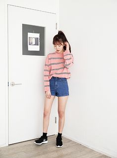 Korean Fashion – How to Dress up Korean Style – Designer Fashion Tips Korean Girl Fashion, Korean Street Fashion, Ulzzang Fashion, Asian Fashion, Grunge Fashion, Pink Fashion, Cute Fashion, Fashion Looks, Fashion Outfits