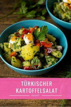 Dieser Salat ist einfach grandios. Super frisch und mit Zitrone schmeckt dieser türkische Kartoffelsalat nach Sommer pur und sorgt für Urlaubsstimmung!