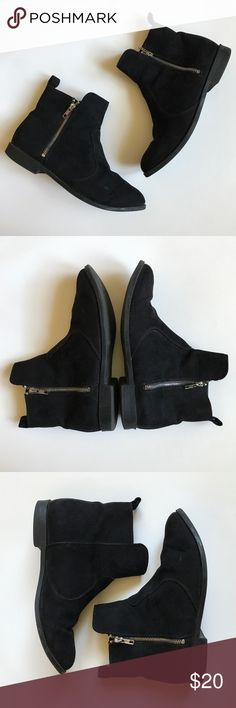 H&M • Black Ankle Booties Super cute black ankle booties. One of my favorite pair of booties. Worn a few times but still in great condition. They're perfect for an everyday shoe.   ❌NO TRADES H&M Shoes Ankle Boots & Booties