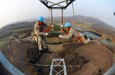48 Spine Chilling Linemen Photos During Work via @infotainworld