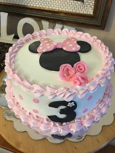 Mini Mouse Birthday Cake, Minnie Mouse Birthday Decorations, Minnie Birthday, First Birthday Cakes, Bolo Minnie, Minnie Cake, Cake Icing, Cupcake Cakes, Cupcakes