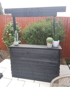 25 Clever Outdoor Bar Ideas to Steal for Your Own Backyard Uncategorized Backyard bar clever Ideas outdoor outdoor bar ideas backyards Steal Bar Patio, Outdoor Garden Bar, Diy Garden Bar, Diy Outdoor Bar, Backyard Bar, Backyard Patio Designs, Small Backyard Landscaping, Outdoor Living, Outdoor Decor