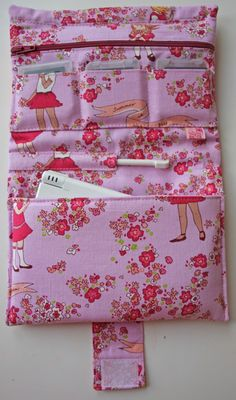 Mini- Tutorial Nintendo-tas A Nintendo bag, but I can think of many more uses for this. Sewing Hacks, Sewing Tutorials, Sewing Crafts, Sewing Projects, Sewing Patterns, Diy Sac, Diy Couture, Fabric Bags, Sewing Accessories