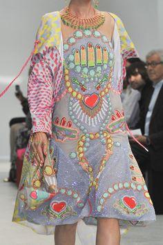 Manish Arora at Paris Fashion Week Spring 2014 - Details Runway Photos Pop Art Fashion, 1960s Fashion, Paris Fashion, Spring 2014, Summer 2014, Spring Summer, Manish Arora, Textiles, Mode Inspiration