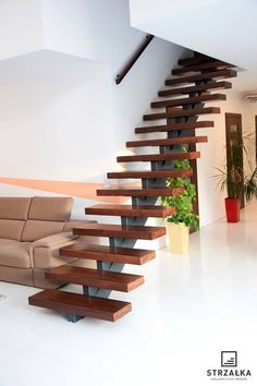 Trendy Floating Stairs Steel Woods – Decor is art Cantilever Stairs, Modern Stair Railing, Stair Railing Design, Floating Staircase, Staircase Railings, Modern Stairs, Railing Ideas, Home Stairs Design, Interior Stairs