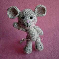 Morris the Mouse amigurumi pattern