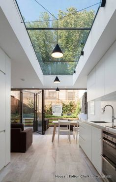haus design Skylights are one of the best ways if you want to include outdoor shades into your home. This decoration emphasizes abundant natural lighting and allows your interior to become Small Kitchen Solutions, Roof Light, Modern Kitchen Design, Kitchen Contemporary, Modern Kichen, Small Home Interior Design, Modern Home Interior, Interior Office, Contemporary Kitchens