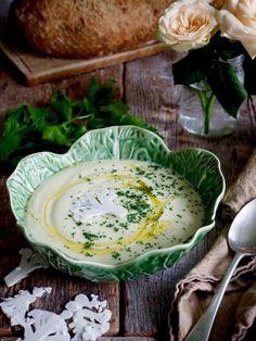 Yes, vi er i gang med det jeg kaller for suppe- sesongen og jeg er på plass med 9 digge oppskrifter på suppe og noen gode oppskrifter på hva du kan servere ved siden av (sjekk tilbehør helt nederst i innlegget). Supper og tilbehør kan fryses så doble gjerne oppskriften på suppen når du først [...] Read More... The post Lyst på suppe? Her har du 9 digge oppskrifter! appeared first on Mat På Bordet. Camembert Cheese, Tapas, Plant Based, Dairy, Snacks, Soups, Food, Lasagne, Chowders