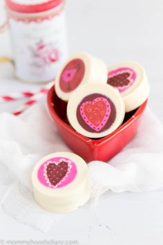 White Chocolate Covered Oreos - A simple and delicious treat for Valentine's Day! http://mommyhoodsdiary.com